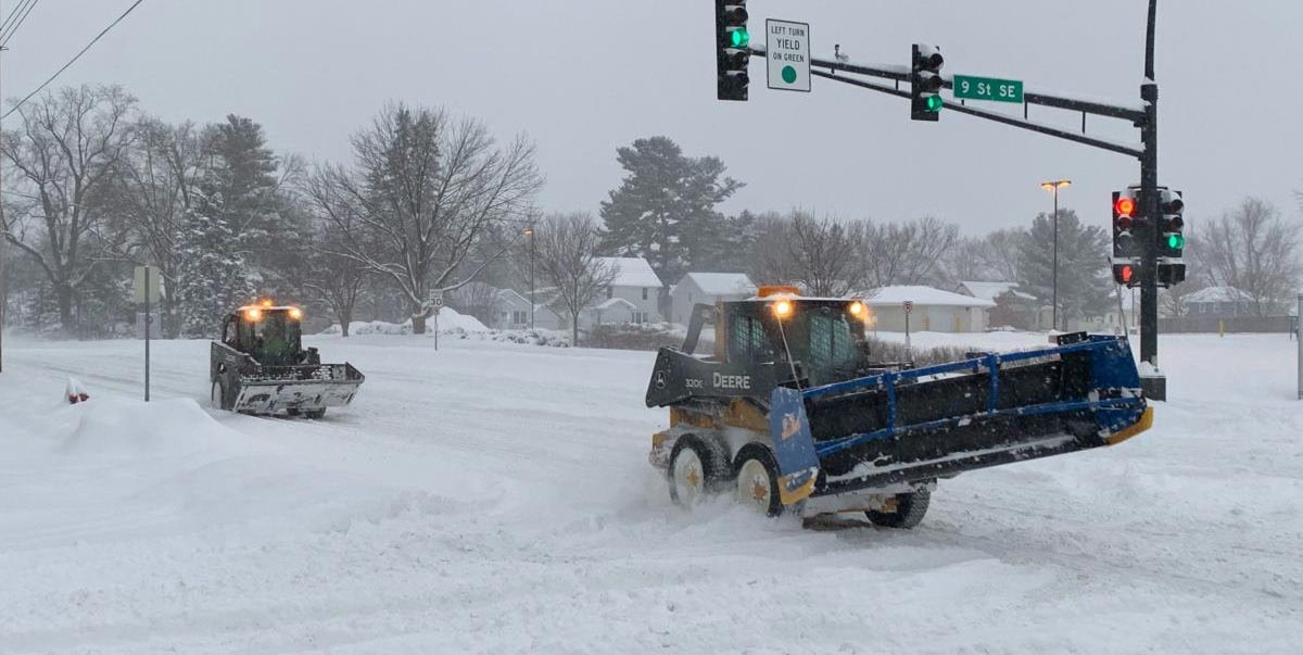 Bobcats-driving-on-snowy-road-header2